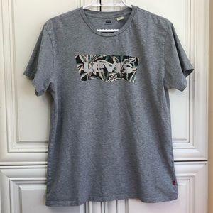EUC Levi's Men's t-shirt